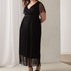 In Every Story   Black Maxi Mesh Pleasted Dress